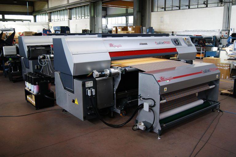machine d'impression numérique utilisé pour la personnalisation des habits click and fabric