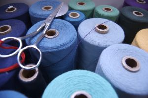 Bobine de fil bleu